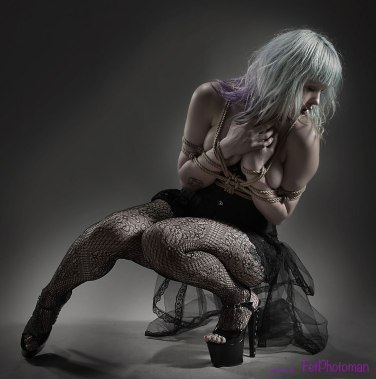 Glamour Bondage https://ziicka.wordpress.com/2013/04/05/ropework-with-fetphotoman/